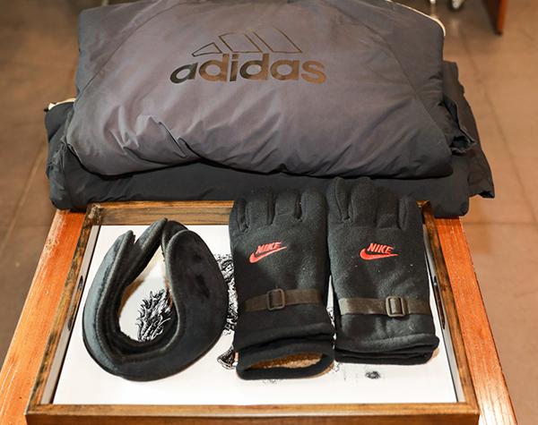 冬季棉衣、耳包、手套